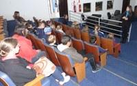 Alunos da área rural de Irati visitam a Câmara de Vereadores