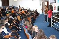 Alunos da Escola Francisco Stroparo visitam a Câmara de Vereadores
