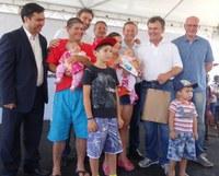 Jardim das Américas - Vereadores participam da entrega de 310 novas unidades habitacionais