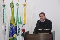 Na Tribuna, Reverendo Padre Luiz Carlos Mirkoski explana em nome da Paróquia São Miguel