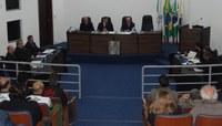 Parlamentares discutem e votam 12 projetos na Ordem do Dia
