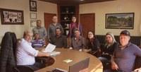 Vereadores e moradores do bairro Jardim Aeroporto reúnem-se com o prefeito para apresentar reivindicações